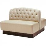 Дизайнерска мека мебел за заведения по проект